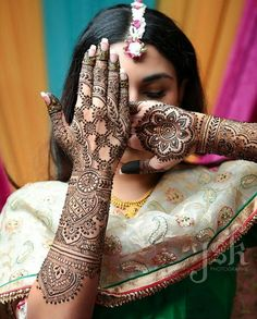 If you are looking for bridal mehndi designs for your wedding, then check out these top 30 mehandi images for some inspiration. Right from a simple mehndi design to an elaborate bridal henna design, you'll find it in here! Henna Tattoo Designs, Henna Tattoos, Mandala Tattoo Design, Mehandi Designs, Mehendi Photography, Indian Wedding Couple Photography, Photography Ideas, Photography Portraits, Latest Bridal Mehndi Designs