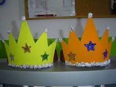 Resultado de imagem para como fazer coroas decorativas