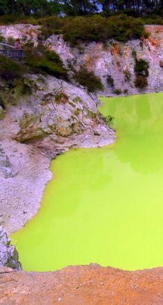 Wai-O-Tapu, Green Lake, NZ