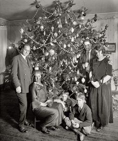 Shorpy Historical Photo Archive :: A Dickey Xmas: 1923