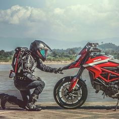 """""""Get ready: Today IT'S FRIDAAAAAAAAAAAAY"""" #repost from @ducatistagram - Relationship Goals! Photo: @win_waragorn #ducatistagram #ducati #hypermotard #821 #motorcycle #ducatista #ducatiofficial #luxury #dragbike #custom #instagood #instagramhub..."""