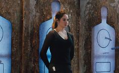 """In Divergent, Beatrice """"Tris"""" Prior (Shailene Woodley) is a old girl who chooses to train under the Dauntless faction, though in reality she is Divergent Costume, Divergent Outfits, Divergent 2014, Divergent Fan Art, Divergent Memes, Divergent Trilogy, Divergent Cosplay, Divergent Fanfiction, Insurgent Quotes"""