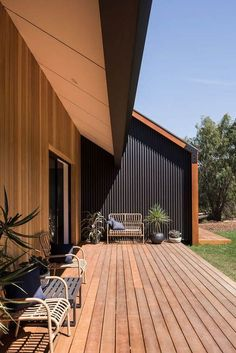 Stealth Farmhouse – Lurie Concepts – Bespoke & Sustainable Building Designs on Inspirationde House Cladding, Facade House, Steel Cladding, Sustainable Building Design, Modern Barn House, Casas Containers, Shed Homes, Decks, Exterior Design