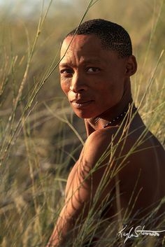 At Intu Africa Kalahari Game Ranch. This man was one of five Namibian Bushmen we met while on Jim Zuckerman's photo tour. Tribes Of The World, Himba People, Namib Desert, African Tribes, African History, South Pacific, Anthropology, Image Shows, Simply Beautiful