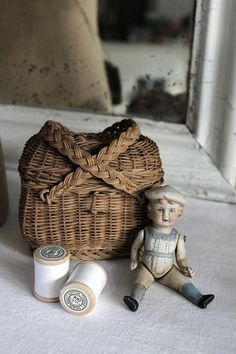love this so pure; I love antique dolls, and baskets! Old Baskets, Sewing Baskets, Wicker Baskets, Old Dolls, Antique Dolls, Vintage Dolls, Victorian Dolls, Vintage Sewing Notions, Sewing Box