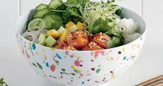 D'origine hawaïenne, le poke est à la base une salade de poisson cru. Essayez cette recette savoureuse de poke au saumon, mangue et coriandre. Poke Bowl, Poke Recipe, Asian Recipes, Ethnic Recipes, Vinaigrette, Bento, Entrees, Potato Salad, Serving Bowls
