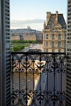 Your luxury parisian apartment is located just opposite the famous Louvre Museum