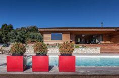 Changement de décor.. Cette nouvelle maison entièrement réalisée en bois, est située au cœur de la campagne bonifacienne, proche du golf de Sperone et des plages. #Holidays#Rent#Bonifacio#Golf#Sperone#Corcone#Sea#Sun#Détente#Architecture#Bois#CheminéeEnPierres#Realestate @immo_sperone http://immo-sperone.com/details-villa-4-chambres-126.html