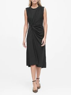Find the perfect dress for every fit and occasion from polished work dresses to party-ready cocktail dresses and effortlessly elegant dresses for everyday. Pants For Women, Clothes For Women, Flare Skirt, Elegant Dresses, Sweaters For Women, Dresses For Work, Women's Dresses, Outfits, Banana Republic