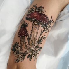Piercings and Tattoos - Mushroom/fungus tattoo in colour on arm Et Tattoo, Piercing Tattoo, Ear Piercings, Pretty Tattoos, Beautiful Tattoos, Incredible Tattoos, Body Art Tattoos, Sleeve Tattoos, Tatoos