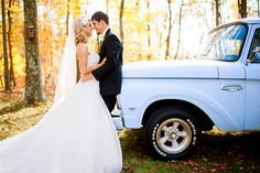 Fall Wedding Photography, Wedding pictures with an old truck, Fall Photography | KLP Photography