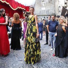 Alla sfilata Dolce & Gabbana Alta Moda non poteva mancare Bianca Balti ❤️ (📷 via @dolcegabbana)  #DGlovesnaples #biancabalti #hautecouture #dolcegabbanaaltamoda #napoli