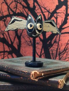 Learn how to make a cute miniature vintage Halloween bat decoration. Presented by The Mini Time Machine Museum of Miniatures. How…