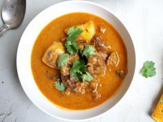 Slow Cooker Massaman Curry recipe - Mild Thai curry with a nice flavour. This is our family's favourite slow cooker recipe. Easy to make.