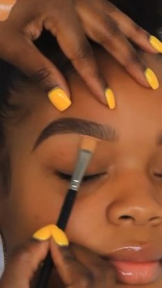 smokey eye makeup and red lipstick makeup tutorial for black women Makeup Looks Tutorial, Makeup Tutorial Eyeliner, Eyebrow Makeup, Eyeshadow Makeup, Makeup Tutorial Videos, Brow Tutorial, Yellow Eyeshadow, Makeup For Black Skin, Black Girl Makeup
