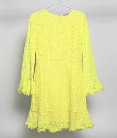 Começando essa sexta-feira com o nosso vestido de renda amarelo. Você sabia que a cor expressa leveza, descontração e otimismo? Além disso, simboliza criatividade, jovialidade e alegria. Ótimo para virar o ano, não?   #poire #poirepelomundo #ootd #instafashion #natal #barrashopping #shoppingviaparque #riodejaneiro