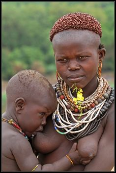 Africa | Karo mother and child. Omo Valley, Ethiopia | © Henk Bogaard
