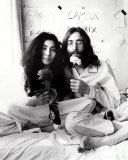 John Lennon and Yoko Ono Photo by Ivor Sharp Rock Couple, John Lennon Yoko Ono, Jhon Lennon, La Reverie, Famous Couples, Famous Women, Paul Mccartney, The Beatles, Rock And Roll