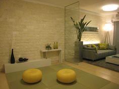 インテリアコーディネート 和室|ガラスのパーティションで 軽くオープンな和室に。 和室の壁をリビングと一体感 のある壁面タイルにすることで 広がりを見せます。
