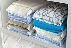 Te proponemos tres ideas para organizar tus sábanas de forma que estén ordenadas y agrupadas siempre por juegos y medidas