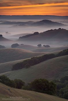~~Endless Layers The hills of Northern Marin County, California with a little morning mist thrown in minutes before sunrise by Michael Ryan~~ All Nature, Amazing Nature, Beautiful World, Beautiful Places, Landscape Photography, Nature Photography, Scenic Photography, Nature Sauvage, Belleza Natural