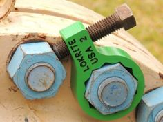 This green thing is what they call a backup wrench. it lets you not need to use your hands when doing a project. My husband enjoys doing work around the house, and I still need to find him another Christmas present. I should find a backup wrench like this Cool Tools, Diy Tools, Hand Tools, Garage Tools, Garage Workshop, Garage Atelier, Keychain Tools, Welding Projects, Welding Ideas