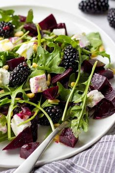 This Healthy Summer Salad with Roasted Beets, Goat Cheese & Arugula will make a healthy dinner side dish or quick vegetarian lunch. So yummy! Salad Recipes For Parties, Beet Salad Recipes, Salad Recipes For Dinner, Easy Salads, Healthy Salads, Summer Salads, Healthy Summer, Eating Healthy, Vegetarian Lunch