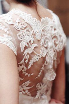 Robe de Mariée de dos. Dentelle. Wedding dress, bride's gown with Lace.