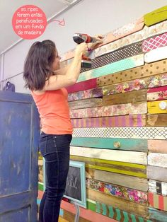 This wood pallet wall made of various stained and& decoupaged pallet pieces is beautiful! What a unique spin on the popular plank wall. How it is done: DIY Pallet Wall at Vintage Showoff Pallet Projects, Home Projects, Pallet Ideas, Wood Ideas, Deco Boheme, Ideias Diy, Home And Deco, Pallet Furniture, Pallet Walls