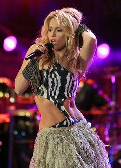 Shakira To Perform At 2014 FIFA World Cup Closing Ceremony: Must See