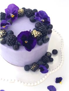 Purple pansy cake