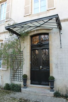 Maison des Courtines luxury appartement Beaune ( 21 ) France Plus Awning Over Door, Door Pergola, House Awnings, French Doors, Door Design, Front Door, French Front Doors, Exterior Doors, House Exterior