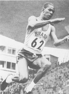 1952- Primeiro ouro. Na foto histórica, o salto de Adhemar Ferreira da Silva na…