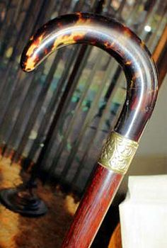 Tortoiseshell canes were among the most expensive of their time. They were difficult to make, and few examples survived because of their fragility. The carette turtle provided the best material for canes, and a tortoiseshell shaft required the largest six pieces of the 13 natural plaques of one, large turtle.