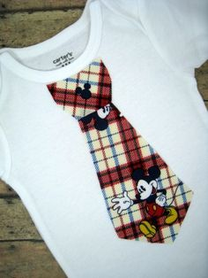 So cute! I want to make one of these for our Disney Trip in December!