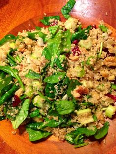 This Spinach Quinoa Salad would be a great #MeatlessMonday meal served with soup.