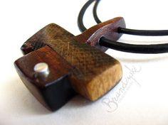 Pendente in legno fatti a mano originale di WoodpeckerJewellery