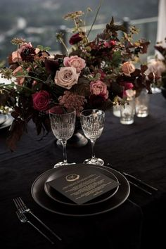 wedding table decorations 200621358386549490 - This simple + elegant table setting features all black decor and moody florals Elegant Table Settings, Wedding Table Settings, Romantic Table Setting, Wedding Goals, Wedding Planning, Dream Wedding, Wedding Lounge, Indoor Wedding, Wedding Seating