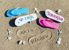 砂浜に文字をポンと押すことができるビーチサンダルが登場♪ サイズもカラーも文字もぜ~んぶ自由にカスタムできちゃうってよ   Pouch[ポーチ]