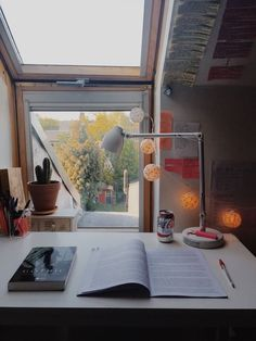 unburdenin-g: 😴 beautiful view beautiful set up just so beautiful – - SCHOOL ROOM Study Room Decor, Study Rooms, Bedroom Decor, Study Areas, Study Space, Desk Space, Study Corner, Desk Inspiration, Aesthetic Rooms