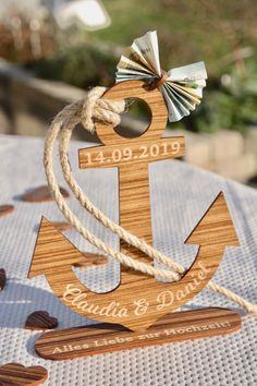 Anchor-Individual gift to the wooden wedding Anker Individuelles Geschenk zur Hochzeit aus Holz Wedding Welcome Bags, Wedding Gifts, Don D'argent, Scrapbooking Stickers, Happy Anniversary Wishes, Wedding Anniversary, Stampin Up, Personalized Wedding Favors, Gifts For Husband
