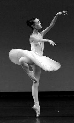 Gracious ballerina. ✯ Ballet beautie, sur les pointes ! ✯
