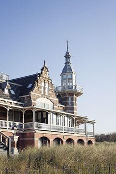 Dit is het wilhelminahotel in domburg. http://www.hotelwilhelminadomburg.nl/