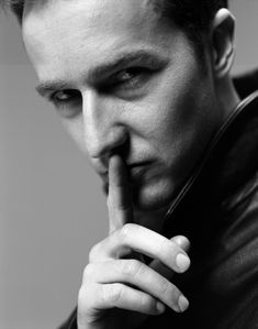 Love Edward Norton... His movies are generally fantastic and he's a sexy man!