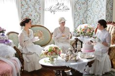 vintage tea (Jo Anne Coletti) Wouldn't it be fun to dress up for Afternoon Tea! Victorian Tea Party, Victorian Life, Vintage Tea Parties, Afternoon Tea Parties, Cuppa Tea, Tea Art, My Cup Of Tea, Vintage Roses, Vintage Beauty