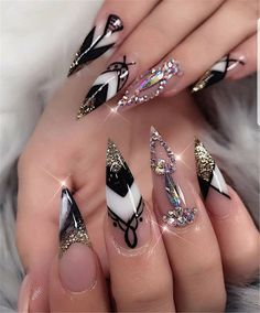 Black Stiletto Nails Designs You Need To Try – Page 3 Black White Nails, Black Stiletto Nails, Brown Nails, Halloween Nail Designs, Halloween Nails, Hot Nails, Hair And Nails, Gorgeous Nails, Pretty Nails