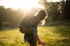 """Dr. Márky Ádám: """"Mindful szülőként kevésbé szorongó, egészségesebb lelkű, kreatívabb és boldogabb generációt nevelhetünk"""" Au Pair, Adoptive Parents, Lago Ness, Piggy Back Ride, Bible Verses For Kids, Sister Pictures, Beach Pictures, Summer Bucket Lists, Minimalist Photography"""