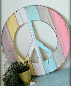 peace sign, wood distressed, aged, handpainted in your choice of size and color Paz Hippie, Hippie Peace, Hippie Love, Hippie Things, Hippie Chick, Peace Love Happiness, Peace And Love, Peace Sign Art, Peace Signs