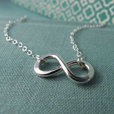 Infinity necklace. Everyone wants a infinity ring but I think I'd rather have a necklace. <3