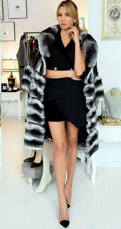 loving it in my fur Classy Women, Sexy Women, Women Wear, Chinchilla Fur Coat, Fur Coat Fashion, Luxury Girl, High Fashion, Womens Fashion, Fur Coats
